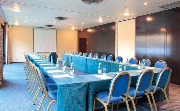 Park&Suites Elégance Genève Aéroport*** - Salle de séminaire #geneve #apparthotel #hotel #salledeseminaire http://www.parkandsuites.com/fr/apparthotel-geneve-aeroport