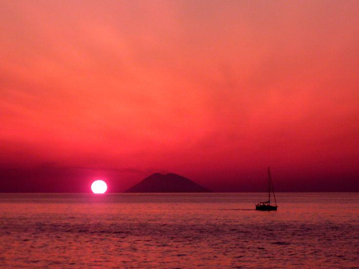 Stromboli Volcano   Italy