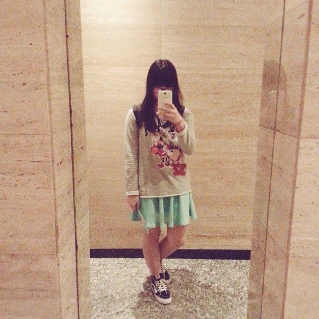 mei // めい @japobs #今日の服 bershka looney toones sweater vans girl