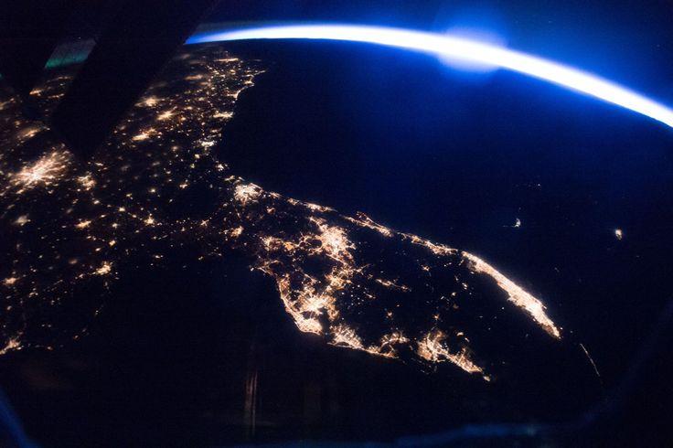 Beautiful dawn over Florida, Georgia, S Carolina, N Carolina, and Virginia from @space_station captured by @Thom_astro