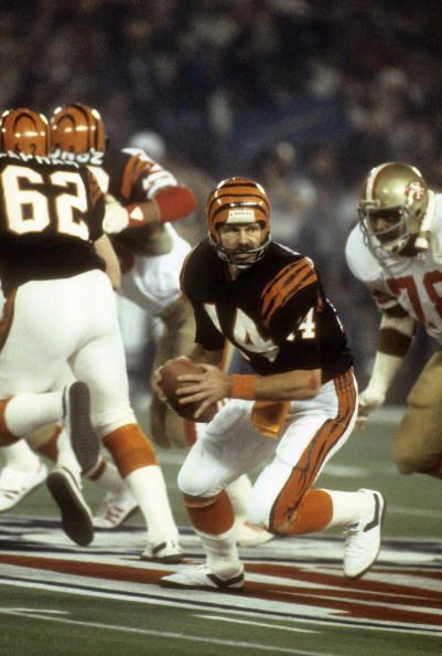 Bengals QB Ken Anderson in Super Bowl XVI action against the 49ers at the Silverdome, Pontiac, Michigan (1982)