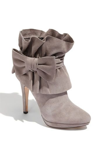 bow booties. how fun!