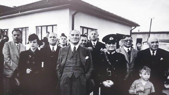 """✿ ❤ """"Ankara Üniversitesi Türk İnkılap Tarihi Enstitüsü Arşivi'ndeki Fotoğraflarla Atatürk ve Cumhuriyet"""" adlı albüm, 30 Ağustos Zafer Bayramı arifesinde Atatürk'ün daha önce görülmemiş fotoğraflarını ortaya çıkardı."""