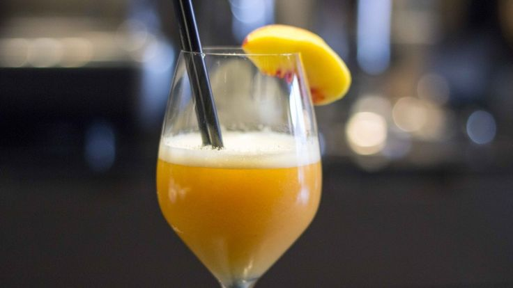 Bellini cocktail, ricetta Bellini, cocktail con Prosecco e pesca.