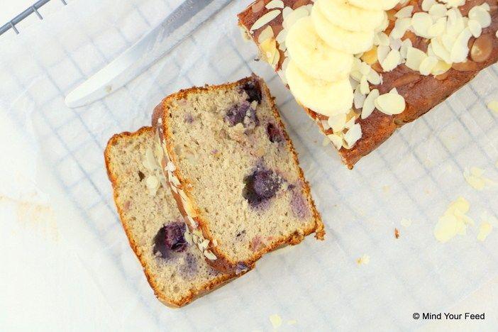 Hmmm, bananenbrood met blauwe bessen. Lekker als tussendoortje of ontbijt on-the-go. Deze versie is glutenvrij en zo lekker!