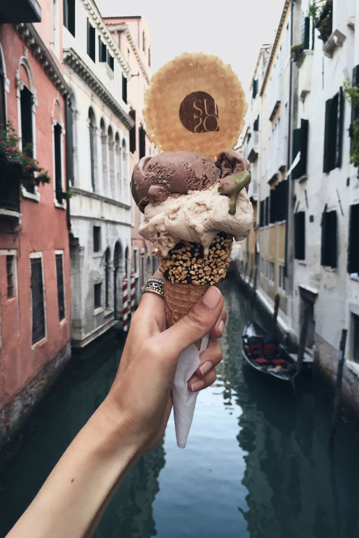 A gelato a day | Venice, Italyhttp://www.ohhcouture.com/2016/07/monday-update-27/ | #ohhcouture #leoniehanne