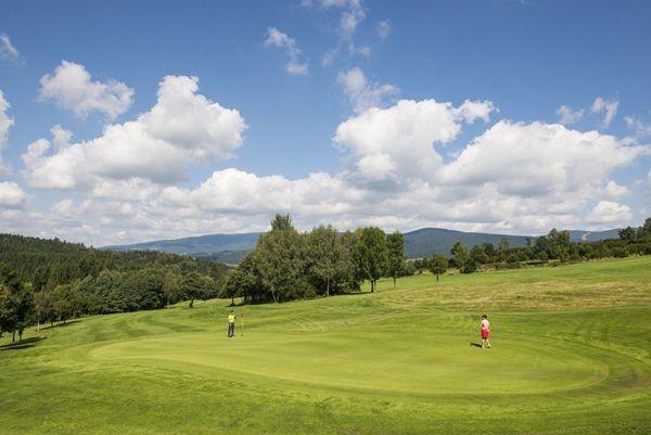 Das #Mühlviertel beim #Golfen entdecken. Weitere Informationen zu #Golfurlaub im Mühlviertel in #Österreich unter www.muehlviertel.at/golfen - ©Oberösterreich Tourismus/Erber