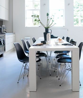 Leuk een basic keuken op met enkele designstukken.