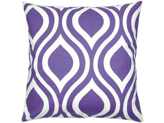 Cushion cover 50 x 50 cm Emily retro pattern by schoenekissen #kissen #lila #grafisch #Adventskalender #Geschenkehagel