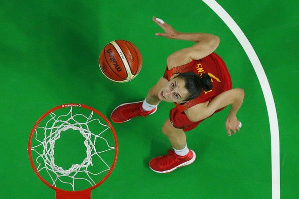 An overview shows Spain's forward Alba Torrens watching the ball during a Women's Gold medal basketball match between USA and Spain at the Carioca Arena 1 in Rio de Janeiro on August 20, 2016 during the Rio 2016 Olympic Games.  / AFP / POOL / Jim YOUNG