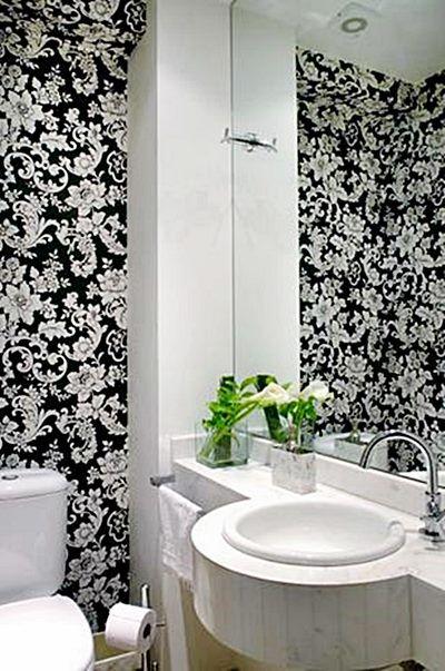 Gostei deste lavabo, com papel de parede (é melhor que seja vinílico e que o rodapé seja alto, de forma que vc possa lavar o piso sem proble...