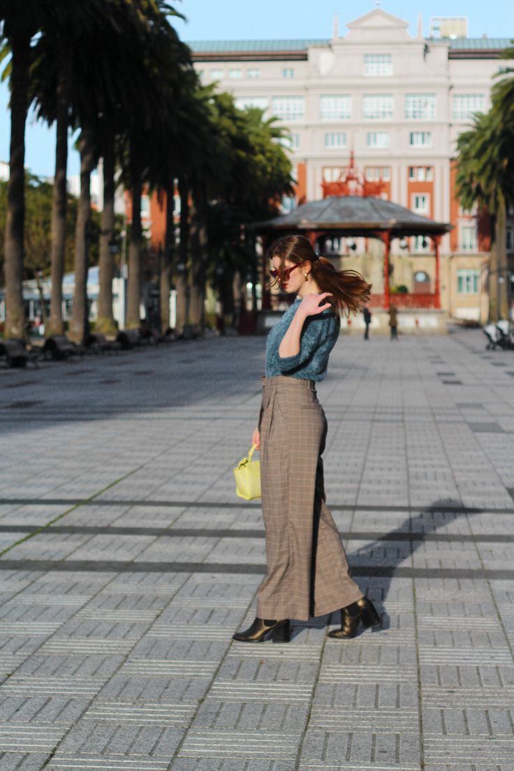 CÓMO COMBINAR PANTALÓN DE CUADROS EN TONOS MARRONES?- Martina Lubián