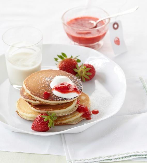 Sauerrahm-Pfannkuchen mit Erdbeeren Rezept - [ESSEN UND TRINKEN]