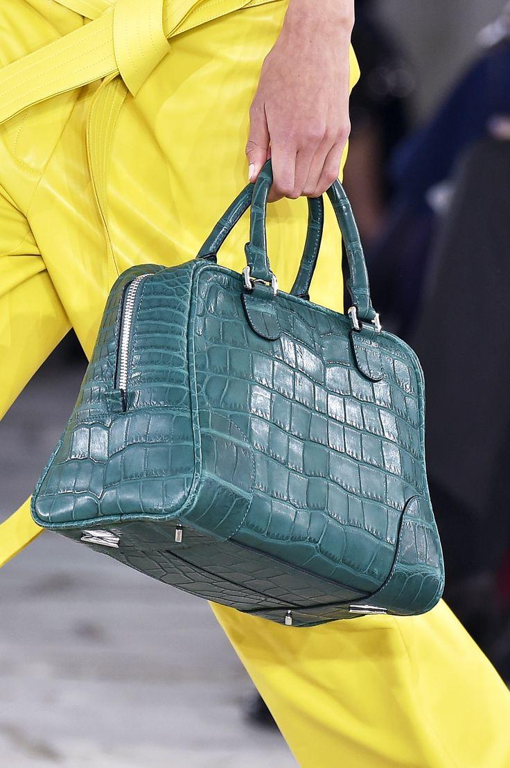 Modne torebki - trendy wiosna-lato 2015, Loewe, fot. Imaxtree