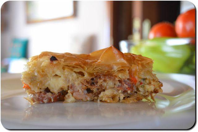 Η απόλαυση της βρώσης ~ Ας μαγειρέψουμε: Κοτόπιτα με περισσεύματα