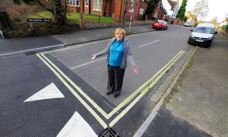 You definitely can't park here! Council workmen paint double yellow lines ACROSS middle of road | Daily Mail Online