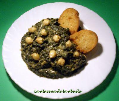Este plato es una de las típicas tapas sevillanas.   La primera vez que vi las espinacas con garbanzos es cuando llegué a Sevilla, pues e...