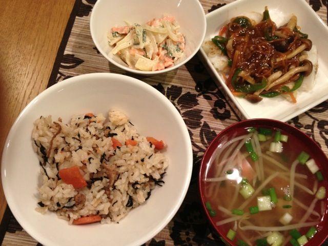 タラの野菜あんかけ、スモークサーモン入り和風ポテトサラダ、エビともやしの中華風スープ、ひじきご飯。またもや、ひじきご飯は職場のお昼ご飯の余りをもらったもの。 - 7件のもぐもぐ - タラの野菜あんかけ by megan