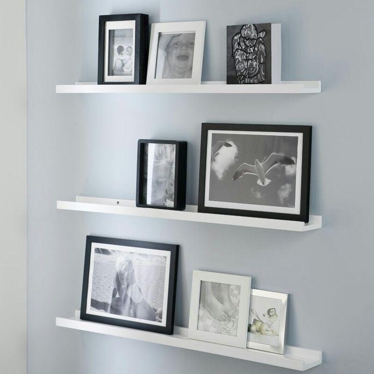 Grijze muur met fotoplank