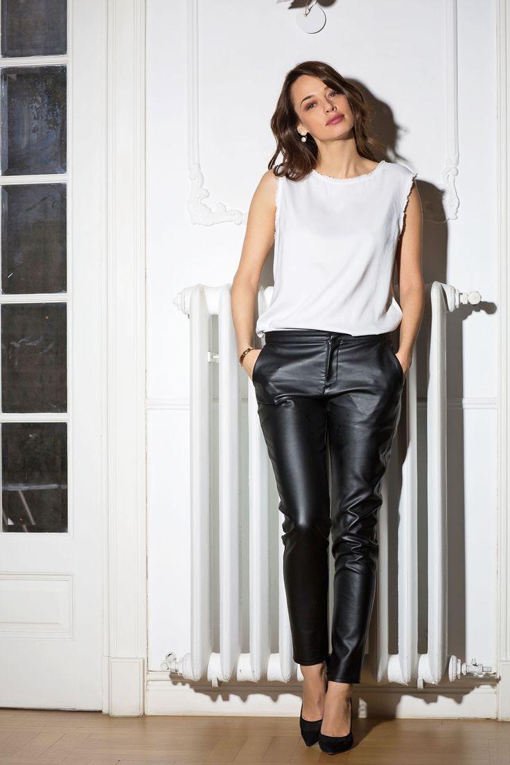 Cu ce porti pantalonii din piele in tinute moderne care te avantajeaza
