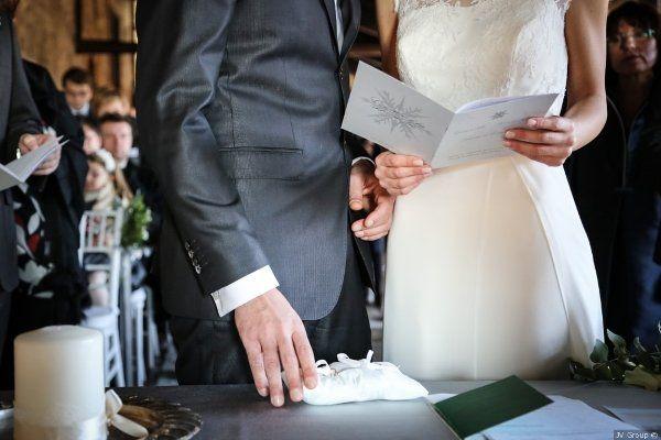 """""""Un giorno scoprirono l'esistenza l'uno dell'altra, e la trovarono piacevole. Iniziarono a guardarsi e a sorridersi da lontano, sfiorandosi con lo sguardo all'alba e al tramonto. Solo pochi secondi, e in quei pochi secondi si innamorarono."""" Venite a scoprire la favola di Gabriele e Samuela, le foto del loro #matrimonio e un estratto dal loro #librettodicerimonia, oggi sul blog!   #weddingwriter #engagementbook #librettodicerimonia #testicerimoniacivile #testilibrettodicerimonia"""