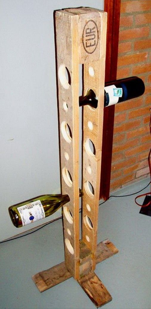 Vertical 10 wine bottle holder made from the end of a pallet