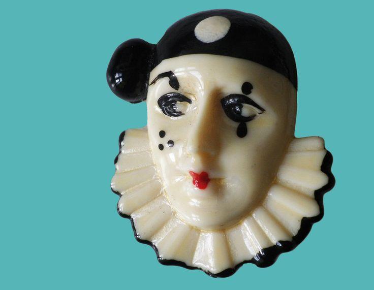 Vintage Pierrot Broche van Bakeliet of vroege kunststof door TresbeLLL op Etsy