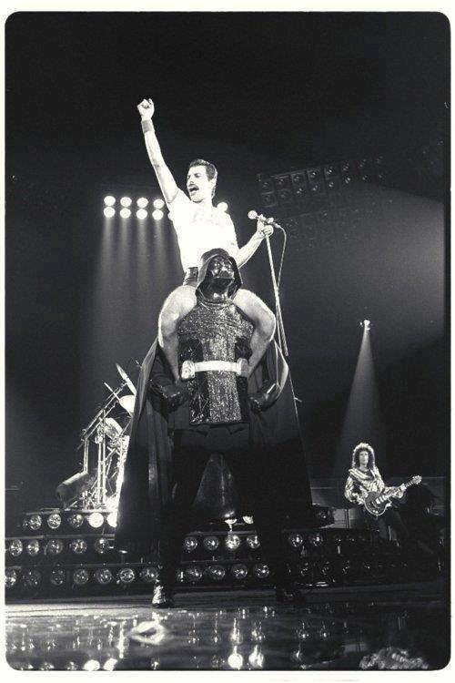 \m/ This image Rocks so hard! <3Starswars, Music, Darth Vader, Freddie Mercury, Queens, Darthvader, Dark Side, Stars Wars, Rocks