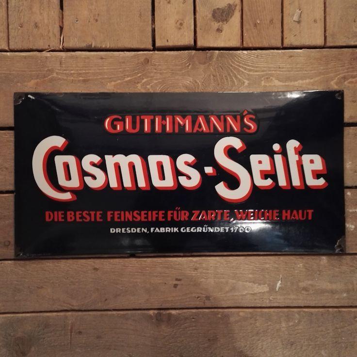 """#CosmosSeife#Wandel#Guthmanns#Emaille#Schild#Werbeschild'BaresfürRares  Das blaue Emaille-Schild stammt aus den 1920er bis 1930er Jahren und trägt den Aufdruck """"Cosmos-Seife - die beste Feinseife für zarte, weiche Haut"""" und ist ein Werbestück der Dresdner Fabrik Guthmann.  Das Emaille-Schild wurde von Markus Wildhagen bei Bares für Rares am 29.12.2017, ab Minute 11:52 ersteigert: https://www.zdf.de/show/bares-fuer-rares/bares-fuer-rares-vom-29-dezember-2017-100.html"""