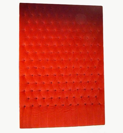 Specialdesignad sänggavel, bredd 180 cm, höjd 265 cm.Djuphäftade knappar. Beslag för upphängning på vägg ingår. Plysch: Ritz från Nevotex Färg: 3237röd #azdesign #sanggavel #huvudgavel #rod #sovrum #exklusiv #sammet