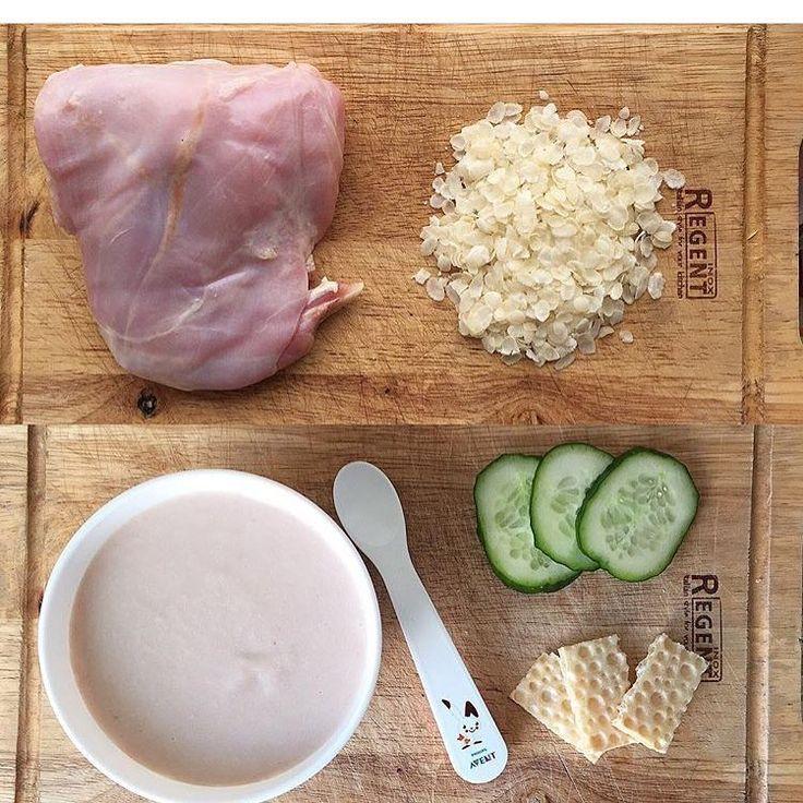 ☘Для Малышей от 9 месяцев Пюре из Кролика и рисовых хлопьев от @mama_maxsa Ингредиенты: ✅Кролик 350 гр(мяса выйдет 200 гр, остальное кости) ✅Рисовые хлопья 2 полные ст.л. Наливаем воды в Кастрюлю, немного подогреваем и кладём туда мясо кролика, доводим до кипения, снимаем пенку и сливаем первый бульон. Снова наливаем в кастрюлю воду, немного подогреваем ее, кладём крольчатину и варим до готовности(30 минуток) Отдельно отвариваем рисовые хлопья или рис. Когда крольчатина будет готова, ...