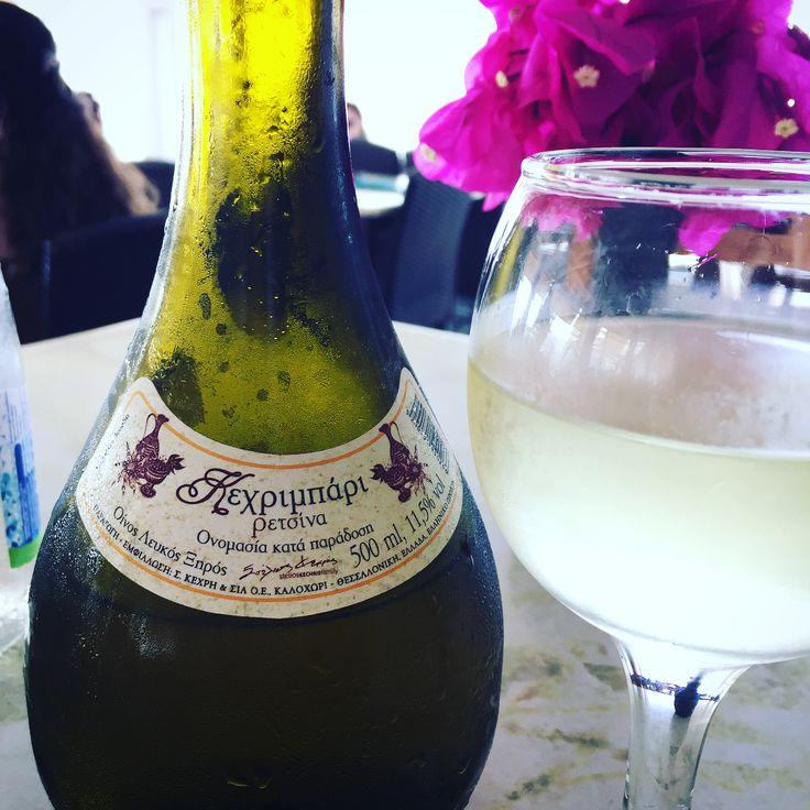"""48 """"Μου αρέσει!"""", 3 σχόλια - Lily F Fort (@lilyffort) στο Instagram: """"Always wanted to try #Retsina (Ρετσίνα) wine in #Greece so here I am! @Santorini 🇬🇷 #santoriniwine…"""""""