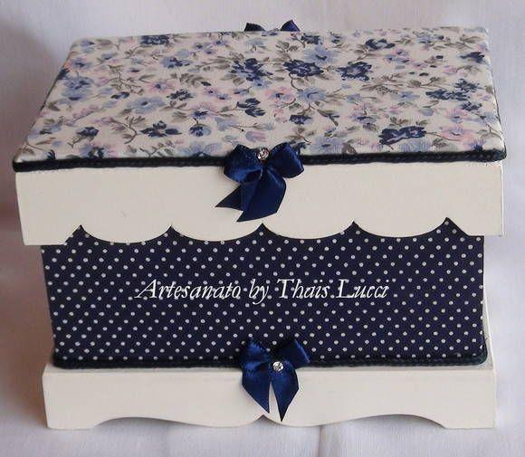 Caixa em MDF pintada à mão e revestida com tecido 100% algodão. Peça envernizada. R$ 60,00