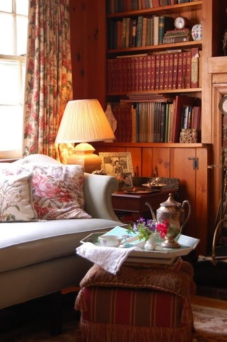 Like the mix of pattern and solid, great accessories, bookcases, and I can see a bit of a fireplace.  Let it snow!!