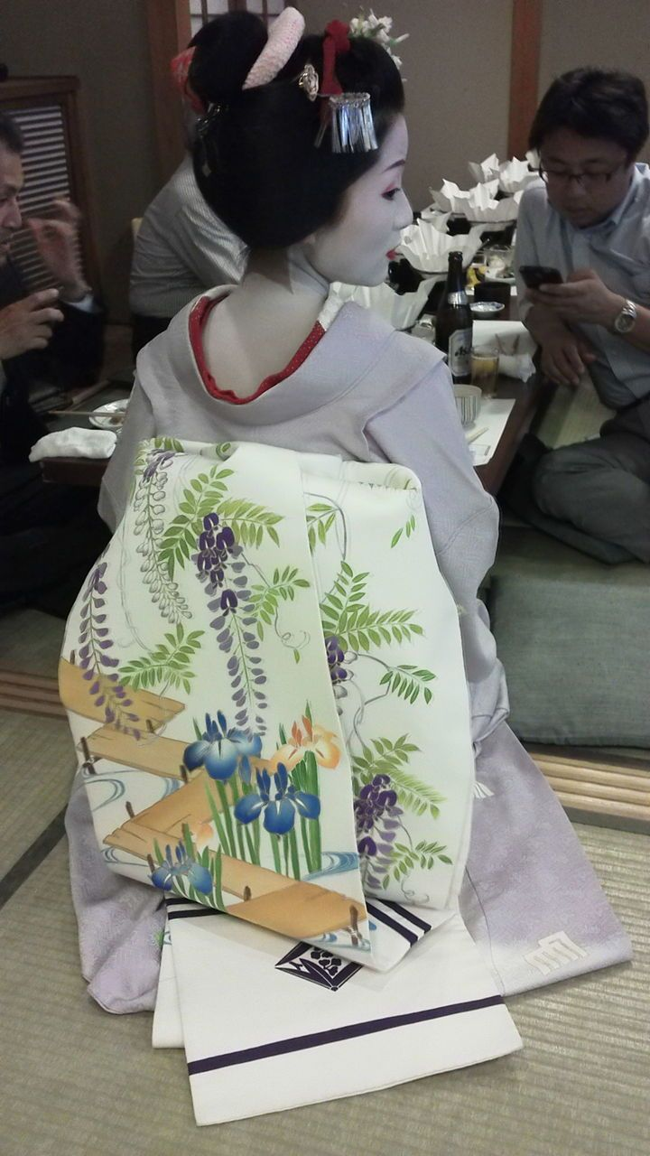 May 2015: maiko Katsutomo with seasonal obi - wisterias and irises with a bridge (SOURCE)