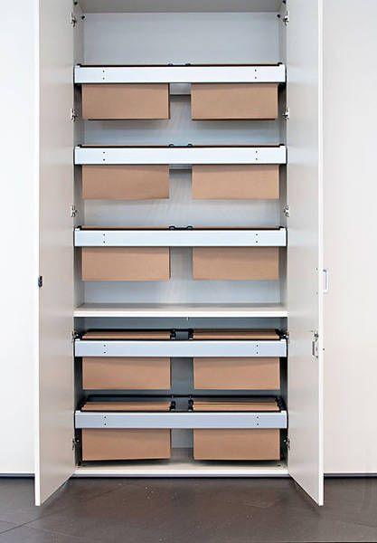 http://spacio.es/mobiliariodeoficina/archivosoficinas/armarios-modulares/  Armarios modulares con puertas y sistema de archivo para carpetas, armario con antivuelco.