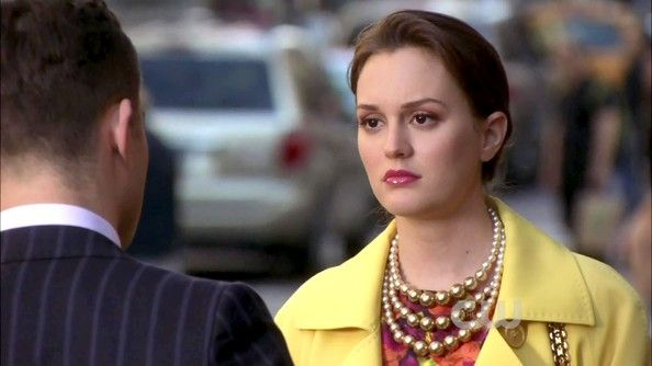Leighton Meester proved pearl necklaces don't have to be aging, choosing a triple-stranded version intermixed with gold beads