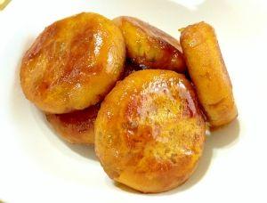 楽天が運営する楽天レシピ。ユーザーさんが投稿した「激ウマ☆かぼちゃ餅」のレシピページです。「いも餅」と並んで\(^▽^)/居酒屋で人気のメニュー!甘辛タレをからめた、もっちもちのかぼちゃ餅!お子様のおやつにおススメで~す。。かぼちゃ餅。かぼちゃ,★片栗粉,★砂糖,★塩,▲醤油,▲酒,▲砂糖,サラダ油
