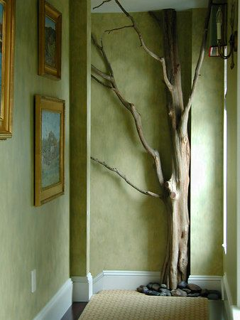 A tree inside. You know, before I visited friends in WY (and the massive tree in the centre of their livingspace), I'd've been dubious about the flow of this idea. Now? <3.