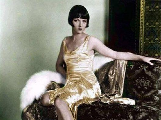 Un día como hoy cumpliría años la actriz Louise Brooks. Esta impactó a Hollywood con su hermoso rostro, y su controversial postura dentro del cine silente. La imagen de la mujer moderna, audaz, y…
