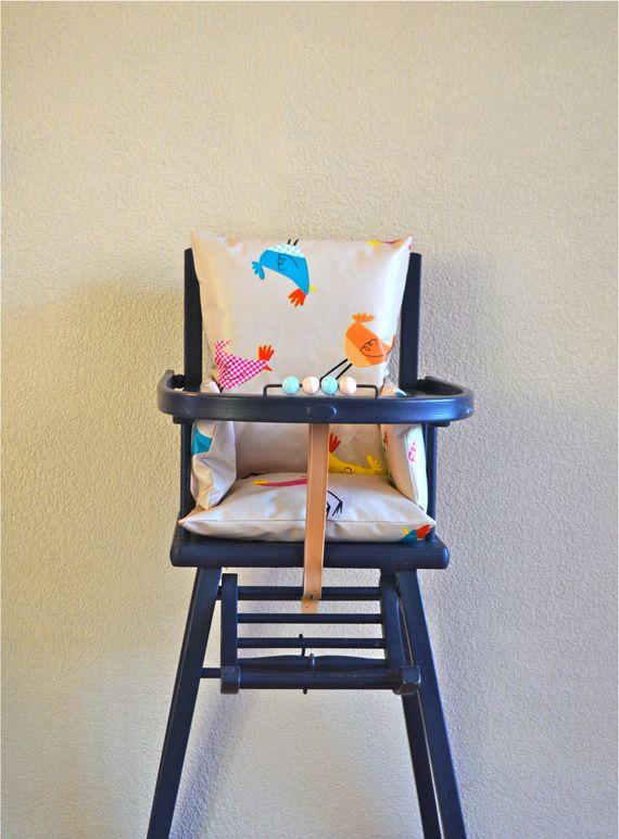 Coussin de chaise haute motifs cocottes color es coussin for Chaises colorees