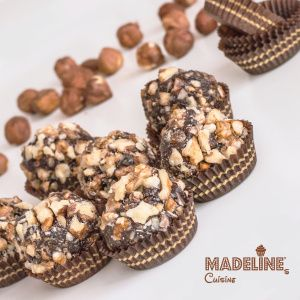 Bomboane Ferrero Rocher raw vegane / Raw vegan Ferrero Rocher truffles - Madeline's Cuisine