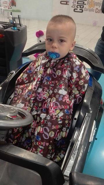 Ostriháme naozaj aj tých najmenších, či už chodia alebo ešte cucajú dudlíky. #detskekadernictvo #kadernictvo #hairdresser #haircut #littleboy #trnava #bratislava #hairstyle