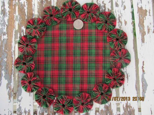 Christmas Homespun Red & Green Plaid 100% Cotton Fabric Yo Yo Candle Mat Doily