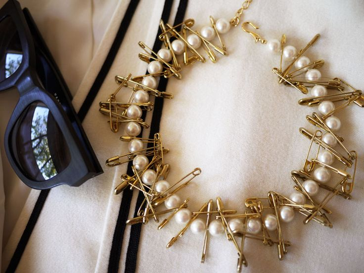 DIY pearl and safety pin necklace by Honestly WTF... LOVE this!
