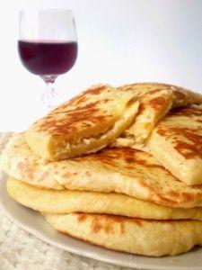 Хачапури с начинкой из картофеля и сыра — грузинский рецепт