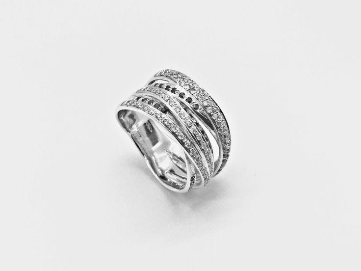 Anello Fascia Black and White Anello in oro bianco rodiato con diamanti e diamanti black