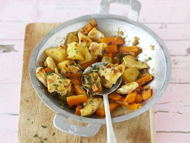 Wokpfanne mit Hähnchen, Karotten und Quitten | Zeit: 20 Min. | http://eatsmarter.de/rezepte/wokpfanne-mit-haehnchen-karotten-und-quitten