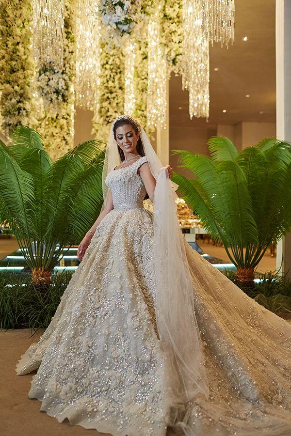 Vestido de noiva bordado com saia volumosa ( Vestido: Elie Saab Haute Couture | Foto: Bruno Stuckert )