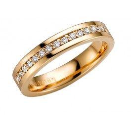 Elegant förlovningsring/vigselring i 18k guld från Schalins i serien Norrsken. Ringen har 15 st diamanter på totalt 0,15ct Wesselton SI. Ringen är 4mm bred och 1,9mm hög.